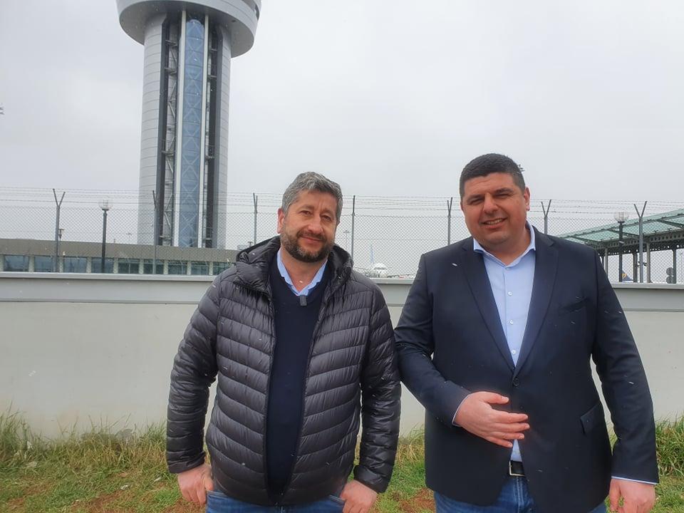 Демократична България: Управляващите да кажат кой стои зад концесионера на летище София
