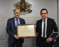 Министър Лъчезар Борисов връчи сертификат за инвестиция на стойност 400 млн. лв., която ще създаде 350 работни места в нов завод в Разград