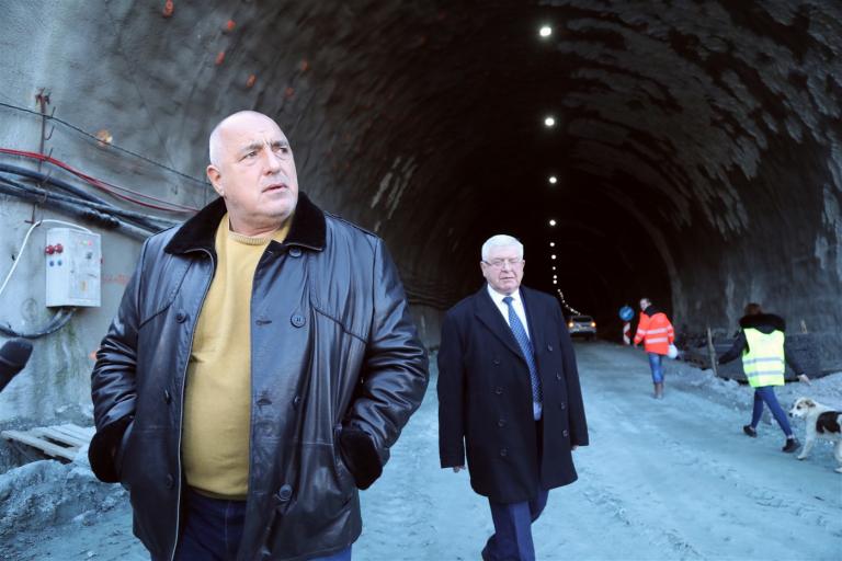 """Премиерът Борисов: През септември ще бъде пуснато движението в двете посоки в новия тунел """"Железница"""" на АМ """"Струма"""""""