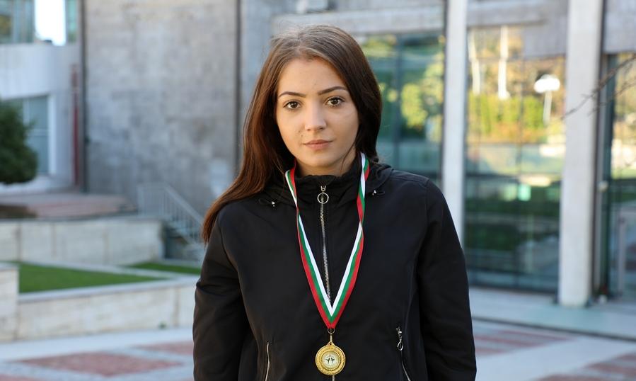 Студентка от Варненския свободен университет е шампион на България по кикбoкс