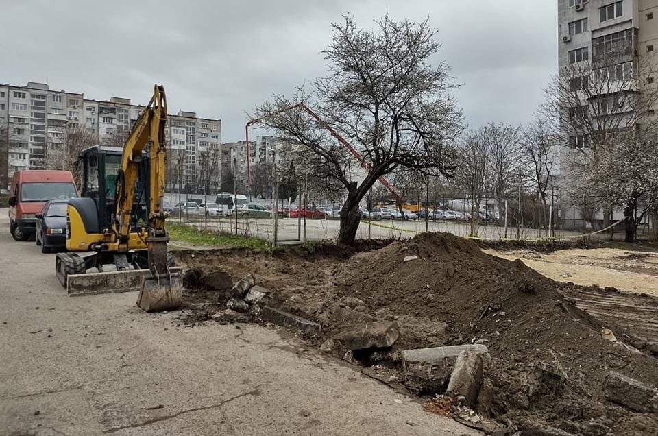 """В район """"Младост"""" продължават текущите ремонти на междублокови пространства"""