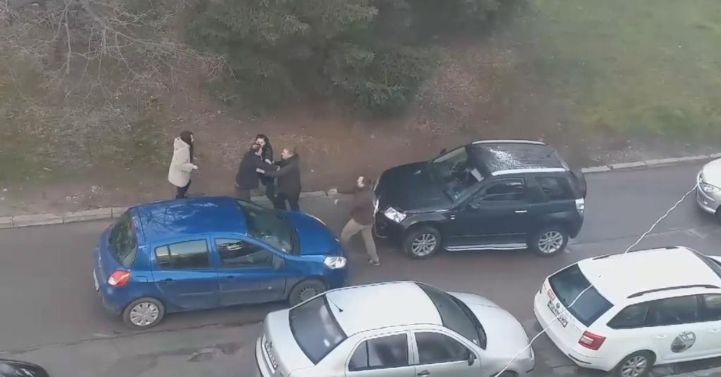 """Видео: Скандал на пътя в ж.к. """"Чайка"""""""