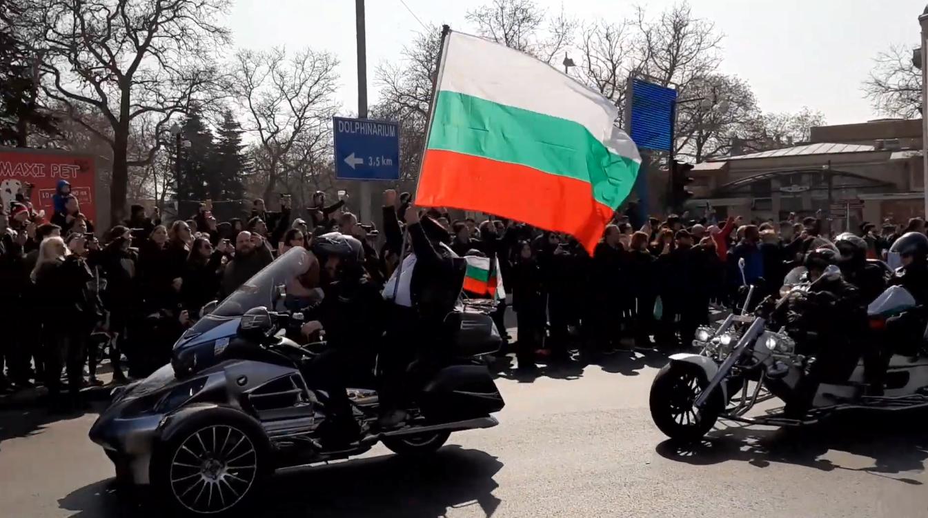 """Видео: Близо 1000 рокери се събраха на мотошествие """"В името на народа"""""""