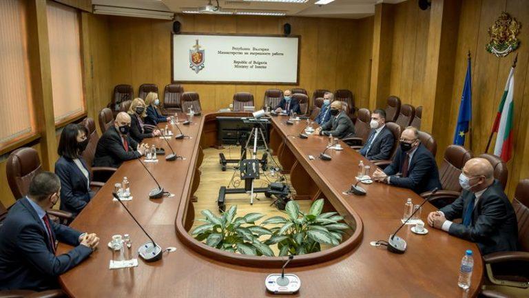 Главният прокурор Иван Гешев награди магистрати и полицаи