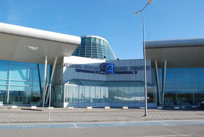 Задържан е чужд гражданин, чието поведение на борда на самолет е наложило аварийно кацане на летище София
