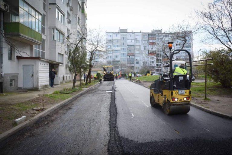 Мащабно преасфалтиране на улици и паркинги в Цветния квартал