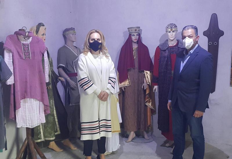 "Вицепремиерът Марияна Николова посети средновековния град – крепост ""Хоталич"""