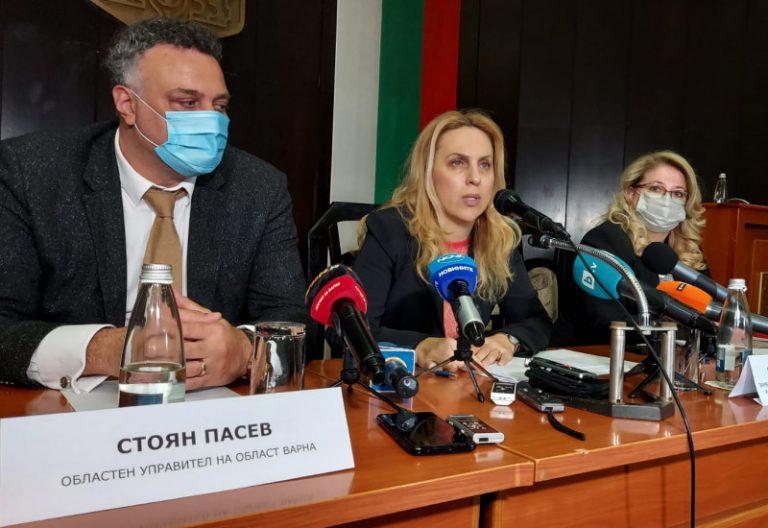 Вицепремиерът в оставка Марияна Николова проведе среща с туристическия бранш във Варна