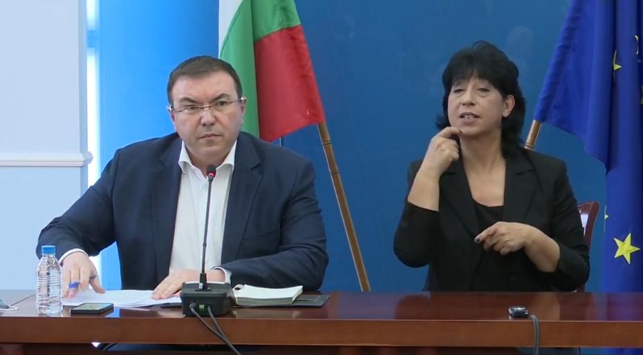 Министър Ангелов обяви решението за ваксинирането с AstraZeneca у нас