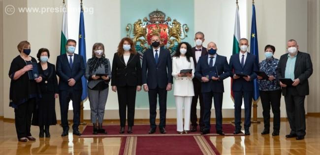 Румен Радев: Дължим признателност на медиците и здравните специалисти, които с достойнство и чест посвещават здравето и живота си на живота и здравето на българските граждани