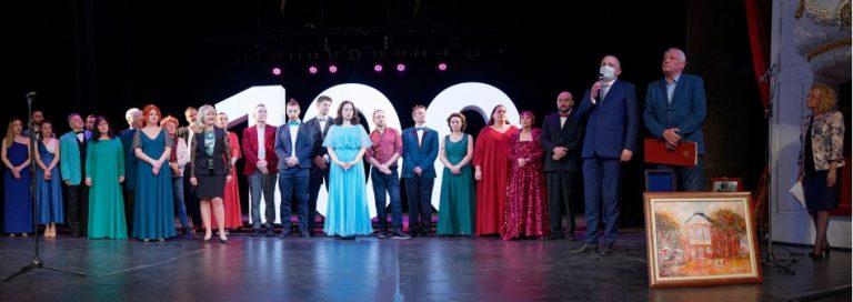 """Номинират екипа на ДТ """"Стоян Бъчваров"""" за златен знак за заслуги към Варна"""