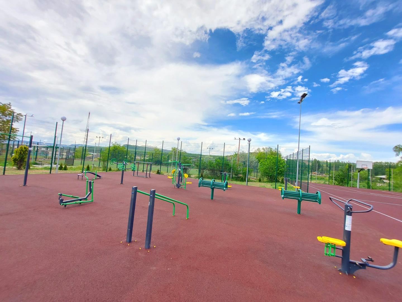 Белослав с нов стрийт фитнес и комбинирано игрище