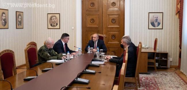 Президентът: Недопустимо е животът и спокойствието на българските граждани да бъдат излагани на риск от военни формирования