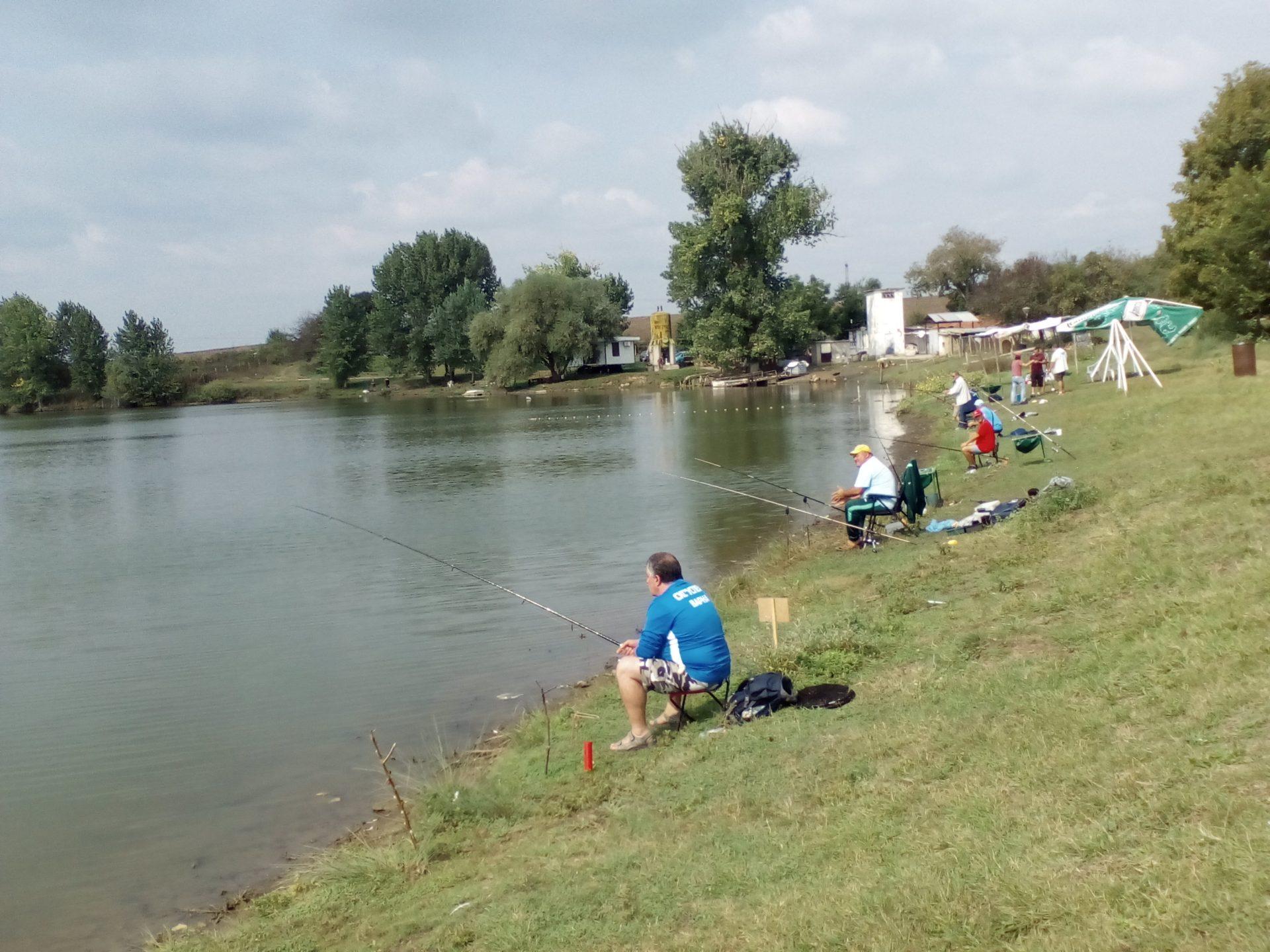 """Отборът на """"Успех 2"""" Варна  е победител в състезанието по спортен риболов за незрящи"""