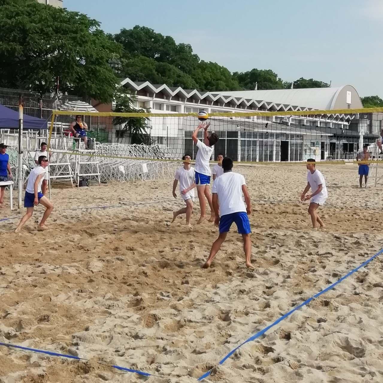 Отбори от 9 училища ще се включат в Общински ученически турнир по плажен волейбол