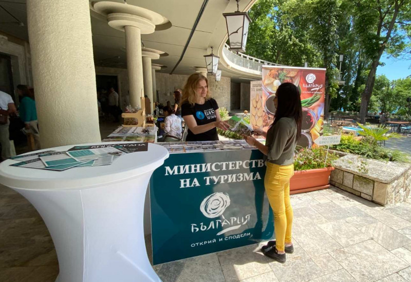 """Министерството на туризма участва в изложение Фестивал """"Вино и храна"""""""
