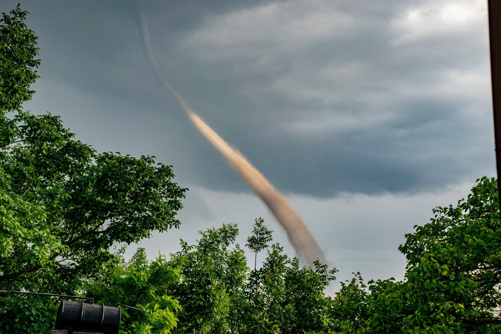 Видео: Зрелищно торнадо в Северна България