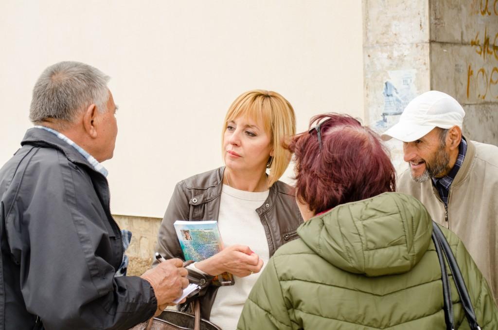 Мая Манолова ще се срещне с граждани във Варна