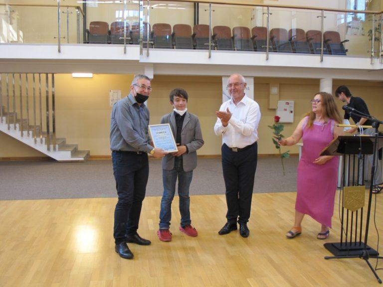 Наградиха художествени ръководители на фолклорни състави от Варна