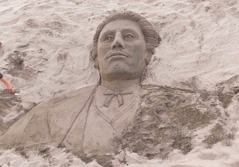 Ликът на Левски се появи на плажа в Бургас