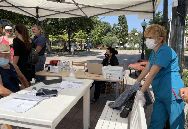 Министър Балтова и ръководителят на Държавната агенция за развитие на туризма на Украйна Мариана Олескив посетиха мобилен ваксинационен център в Поморие
