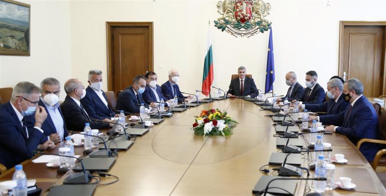 Премиерът Стефан Янев: Ще направим анализ, за да преценим какви са полезните ходове за облекчаване на ситуацията на пазара на електроенергия в България