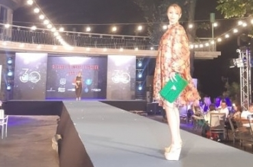 """Модните дизайнери на ВСУ """"Черноризец Храбър"""" показаха свои колекции на Фестивала на модата и красотата"""
