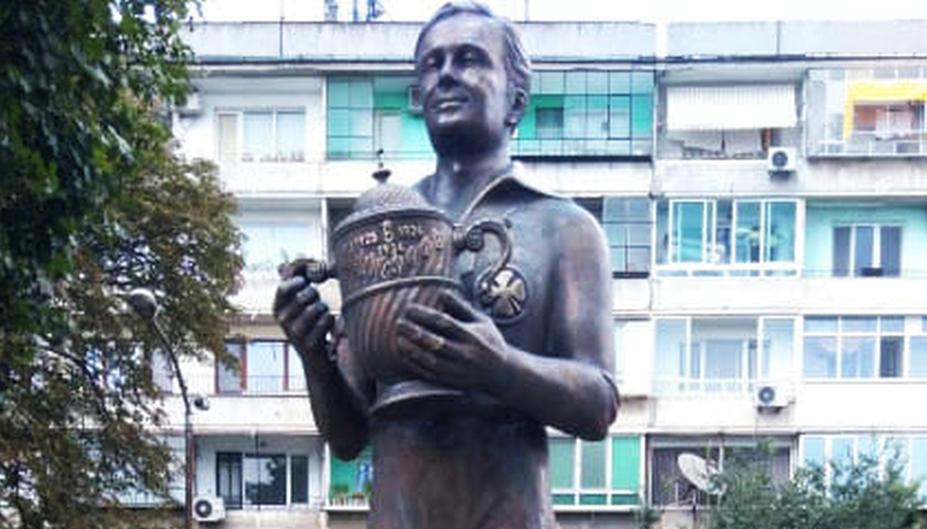 """Паметник на Иван Моканов бе открит до стадион """"Тича"""""""
