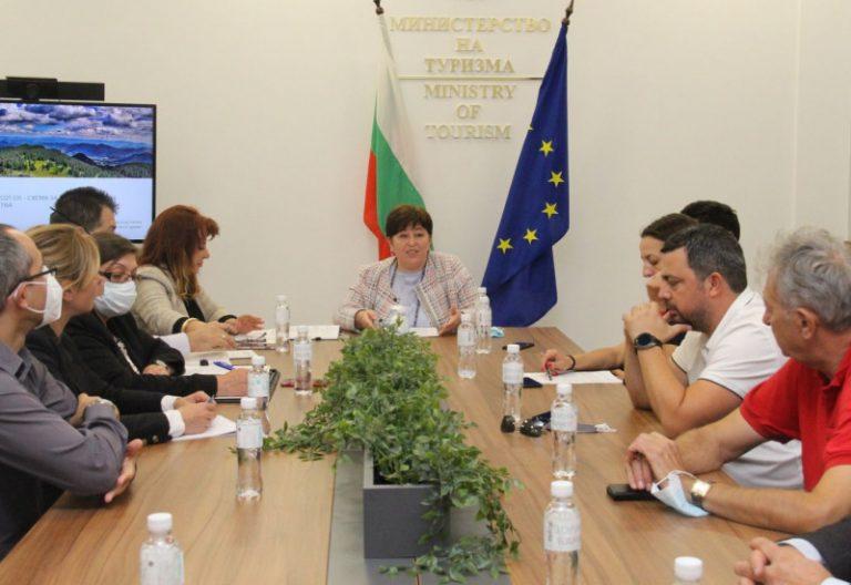 Министър Балтова проведе работна среща с представители на туристическия бизнес