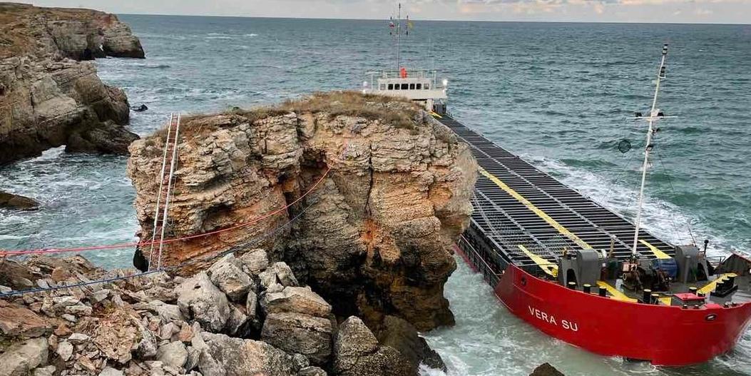 Учестени през час проби потвърждават задържане на обичайните стойности за крайбрежните води в района на авариралия кораб