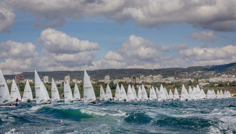 Силен вятър и високи вълни в борбата за медалите на Европейското по ветроходство във Варна