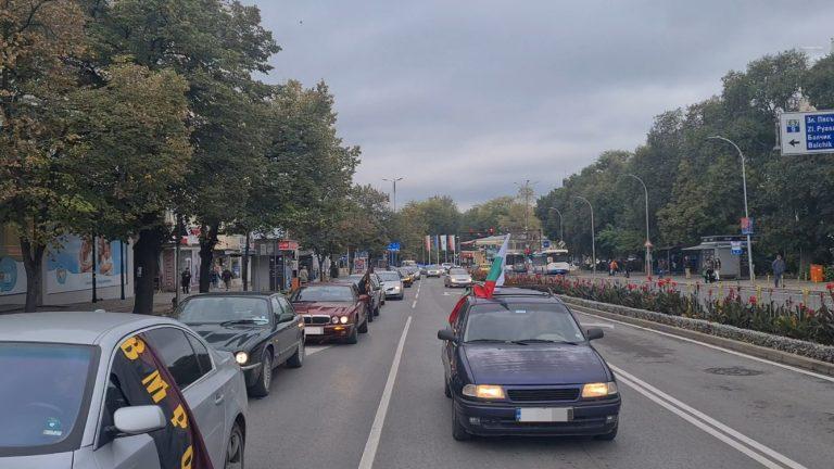 Над 50 автомобила се включиха в протестно шествие срещу повишаването на цените на тока
