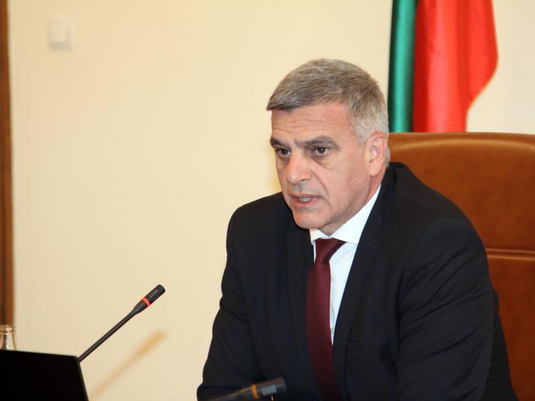 Министър-председателят Стефан Янев разговаря с представители на протестиращите миньори