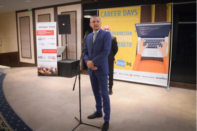"""Кметът Иван Портних поздрави участниците в изложението """"Дни на кариерата – IT комуникации и аутсорсинг"""""""