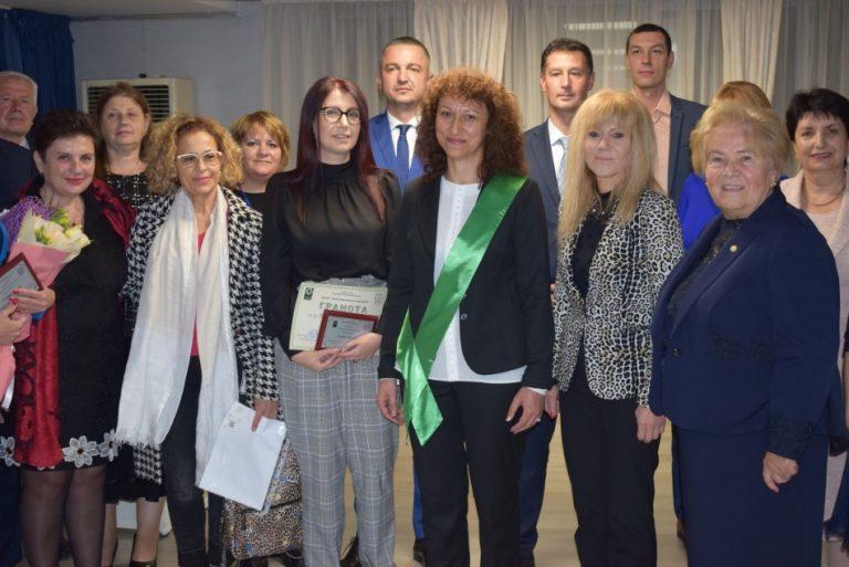 Кметът Иван Портних връчи награди на изявени варненци